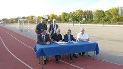 Signature de la convention au stade Chareyre.