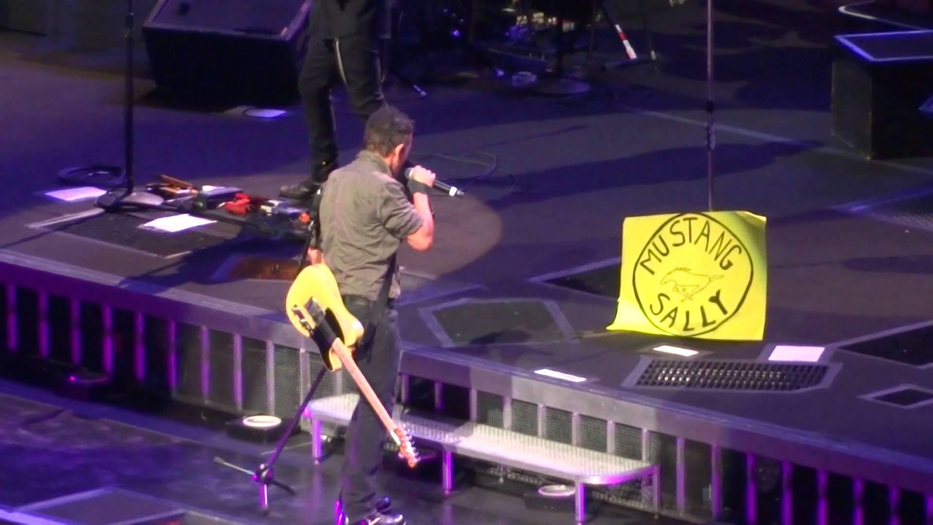 Bruce Springsteen - Mustang Sally (Charlotte, 4/19/14)