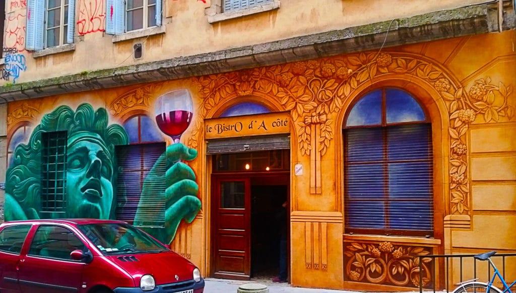 La Gastronomie Lyonnaise et l'Art Urbain